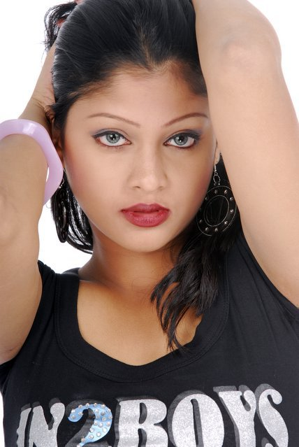 Choti Model Of Bangladesh http://banglachotii.blogspot.com/2011/06/banglalinks-model-sarikas-hot-sexy-cool.html