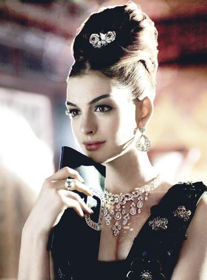 anne hathaway vogue 2011. Anne Hathaway