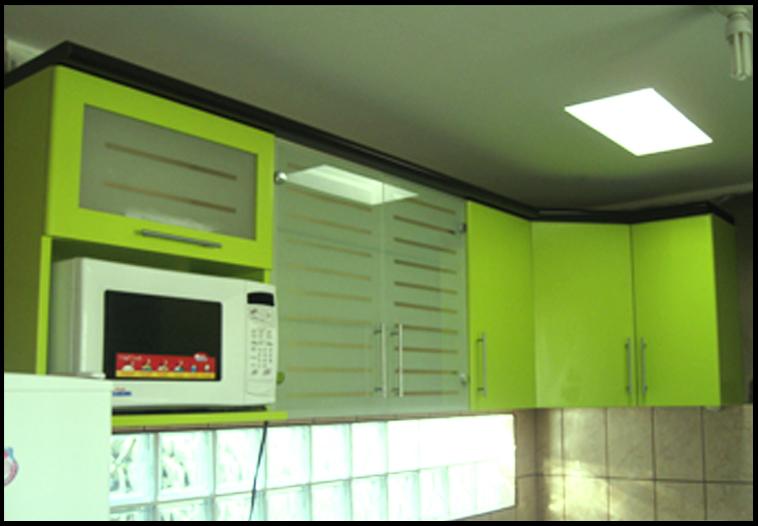 Muebles decoratiba adolfo ibarra v cocina con puertas en for Muebles de cocina con puertas de cristal