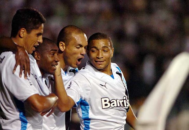 Grêmio massacra o Figueirense e assume a liderança do Brasileirão