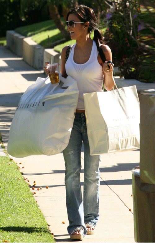 [AudrinaPatridge.Shoppingforhomedecor.PotteryBarn17.03.08(celebrity-gossip.net)]