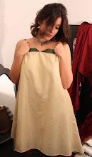 Vestido en seda de brillo dorada y verde