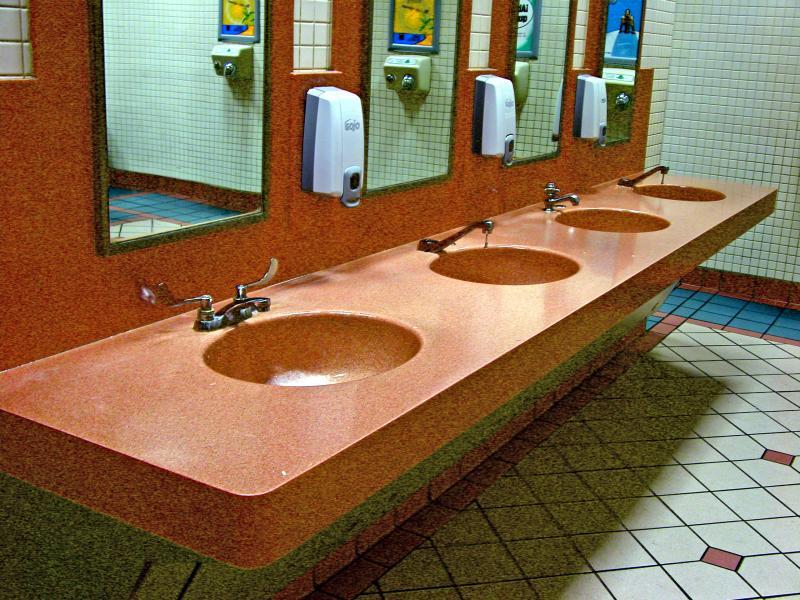 Diseno De Un Baño Publico:un aspecto minimalista elaborado en madera fina dan un aspecto de