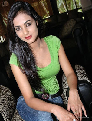 Sonal Chauhan hot photo
