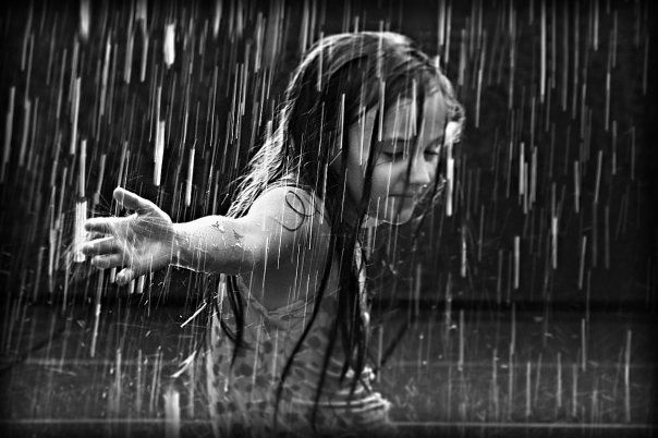 http://4.bp.blogspot.com/_ERxoQNakPiY/TTUoaQA1f6I/AAAAAAAAAhM/EqqBojWfHjM/s1600/the_girl_in_the_rain_by_best10photos.jpg