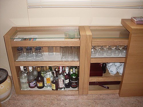 Un bar discreto mi llave allen for Mueble bar ikea