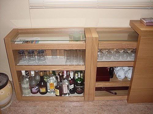 Un bar discreto mi llave allen - Mueble detras sofa ...