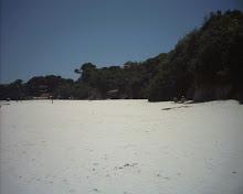 """""""Gostava da àgua fria, da praia branca, da areia e do mar"""" (Jorge Amado)"""
