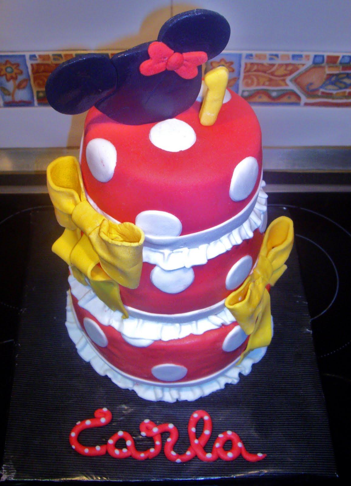 ... tarta, aunque sencilla, los colores son los clásicos de Minnie