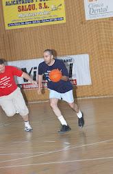 Jugando a baloncesto en una convención
