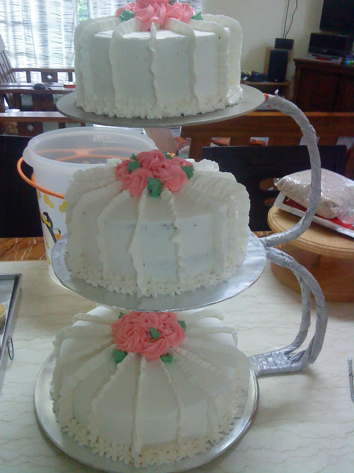Homemade sweet treats Simple wedding cake to Bkt