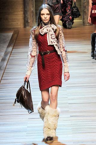 http://4.bp.blogspot.com/_EZ_90EhMujo/TKYQLmWmo6I/AAAAAAAAE8c/wue68LGi_So/s640/syden_blog_fashion_trend_yeti_boots_4.jpg