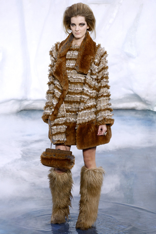 http://4.bp.blogspot.com/_EZ_90EhMujo/TKYTE600biI/AAAAAAAAE8g/TpAWAkPdE9Y/s640/syden_blog_fashion_trend_yeti_boots_5.jpg