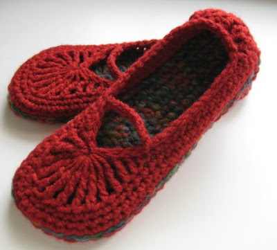 Polar Bear's Tale: Crochet Mary Jane slippers & bath pouf puffs