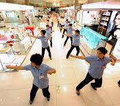 चीनी कर्मचारियों के लिए व्यायाम अनिवायॆ