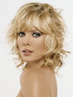 Medium Wavy Shag Hairstyle
