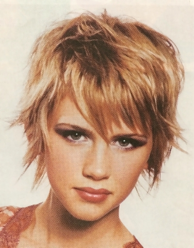 Jessica Alba in Gorgeous Very Popular Short Feminine Hairstyle