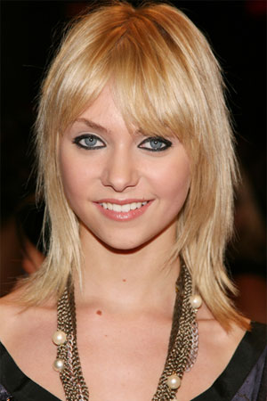 pictures of medium length hairstyles. wallpaper 2010 medium length