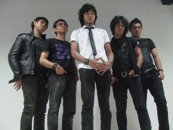free download lagu mp3 Aku Adalah Aku - Zigaz + syair dan Lirik serta gambar kunci chord gitar lengkap terbaru 2013