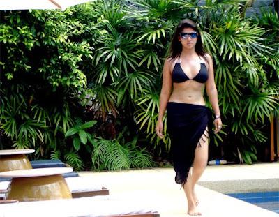 South Indian Actress Nayanthara two-piece bikini scene