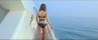 Bollywood new movie Kambakkht Ishq bikini scans for Kareena Kapoor and Amrita arora