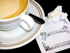 Mi cafecito de las tardes sobre una mesa angelical