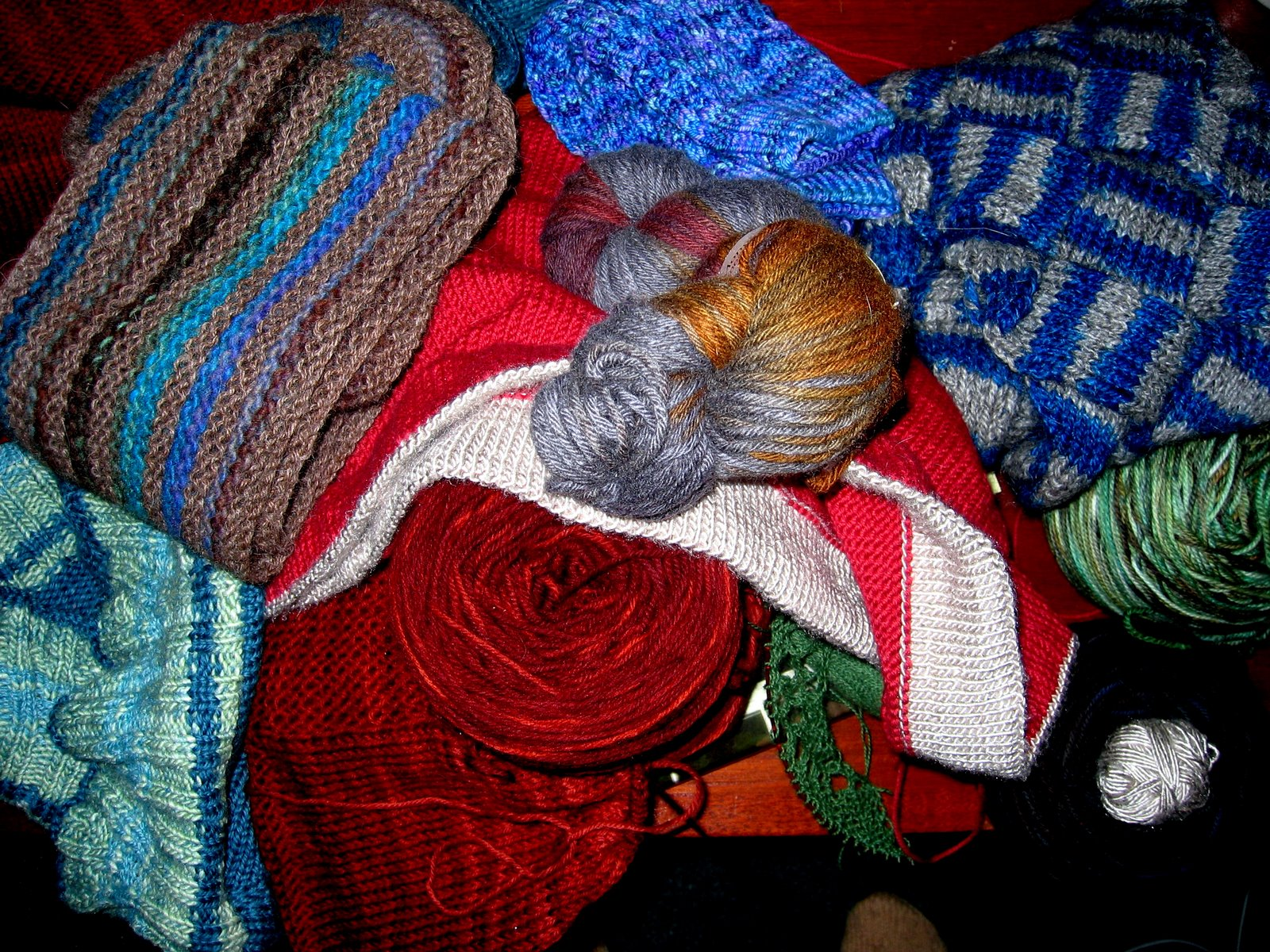 [Christmas+2007+knitting+in+process]