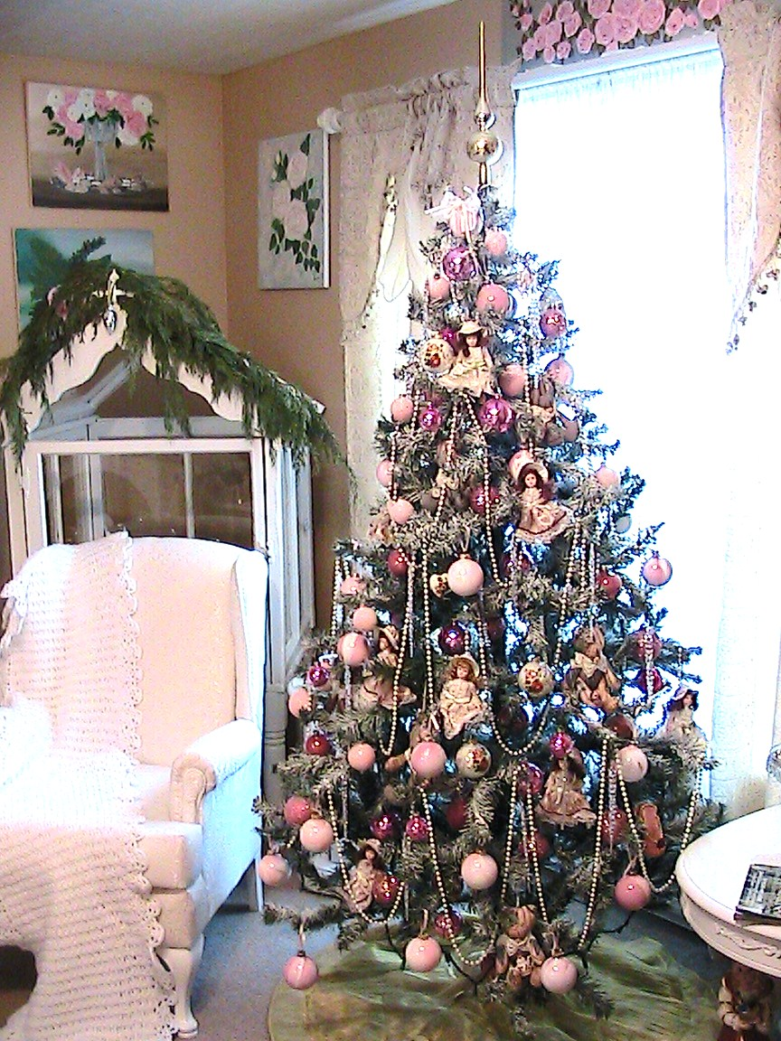 this is my christmas tree decorated in pink i put it in my living room - Pink And Gold Christmas Decorations