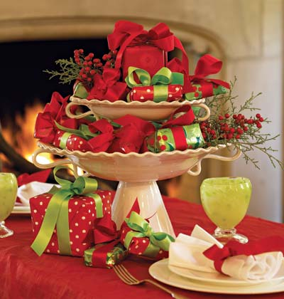 Ginnie's Gems: CHRISTMAS TABLE CENTERPIECE