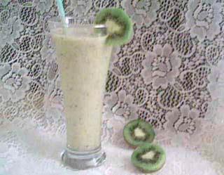 Smoothie med kiwi, banan och yoghurt