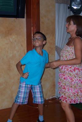 Mami y Dani bailando