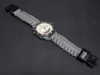 パラコードの時計ベルト