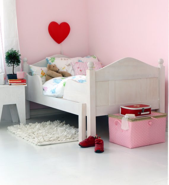 the boo and the boy pink walls in kids 39 rooms. Black Bedroom Furniture Sets. Home Design Ideas