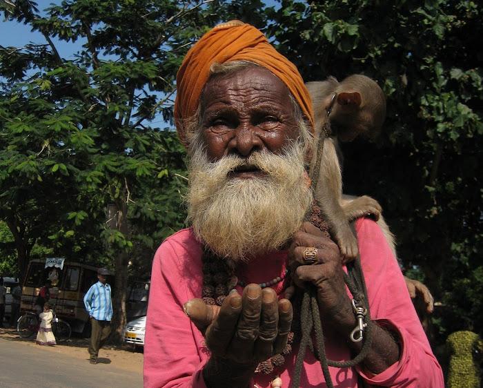 Mahabalipuram - Der gleiche Bettler wie in der Einfuehrungswoche