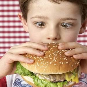 Çocuğunuz için tehlikeli olan yiyecekler