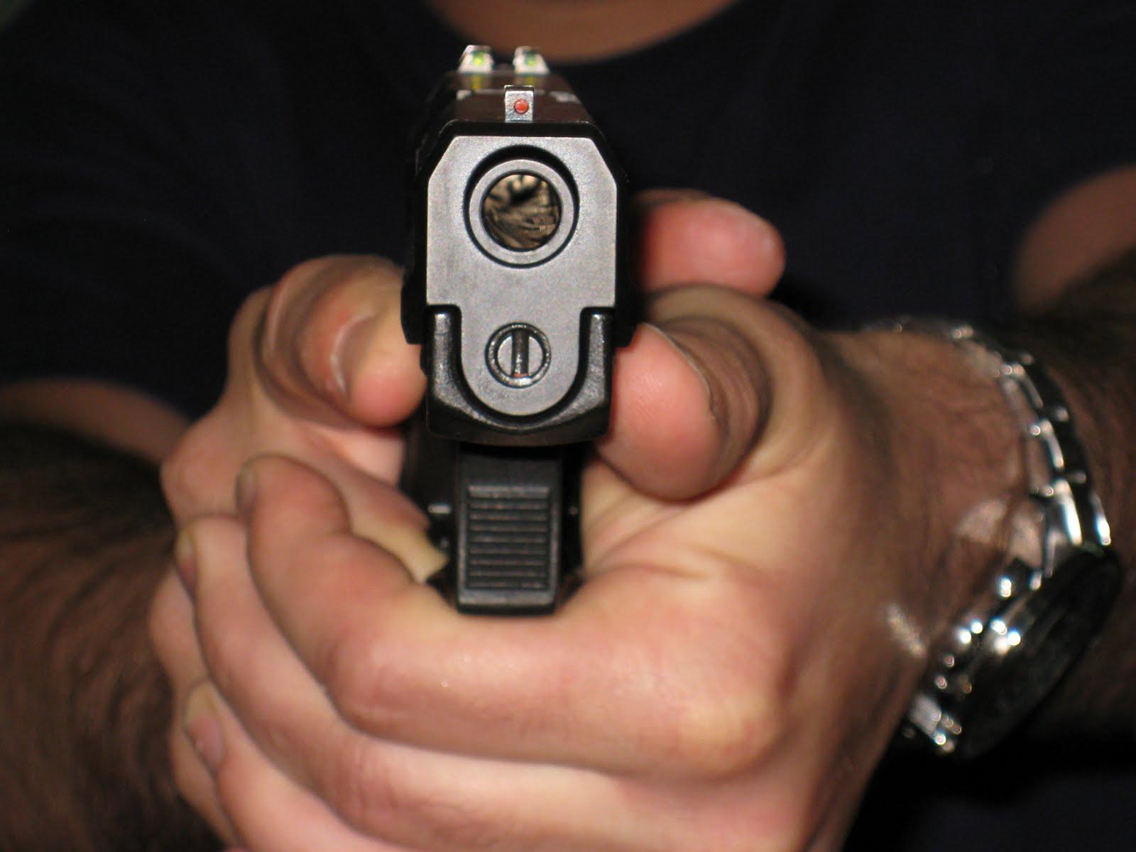 Tiro policial y tactico el empu amiento de pistola - Pistola para lacar ...