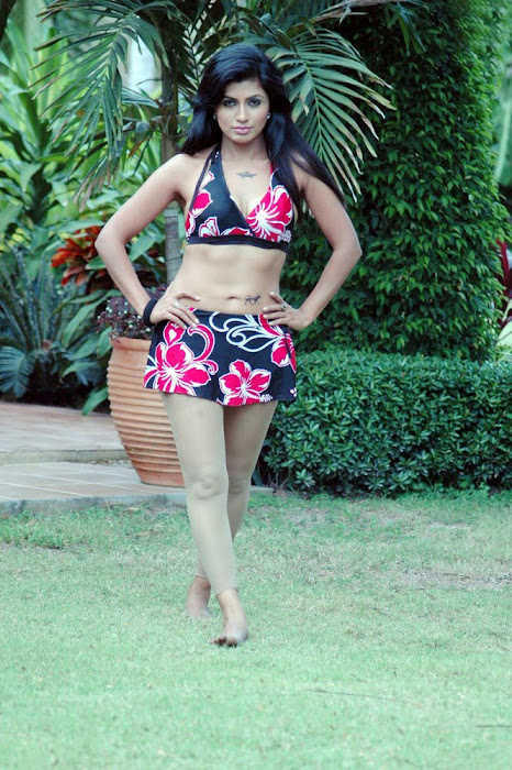 aarthi puri test bikini act cute stills