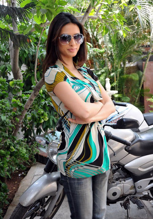 gowri pandit acctreses photo gallery