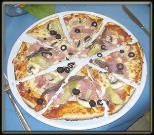Pizza con jamón y alcachofas