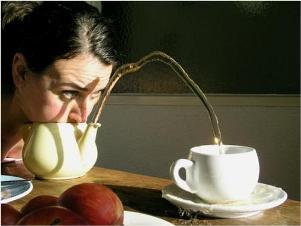 Performer turca em chá de poesia