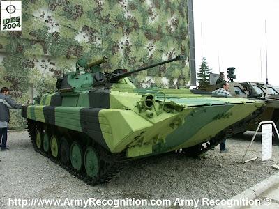 BVP-2 kendaraan amphibi beroda rantai dari Slovakia (photo : Army