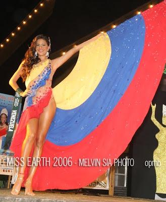 De Justo G  Mez  En La Presentaci  N De Trajes T  Picos Del Miss Earth