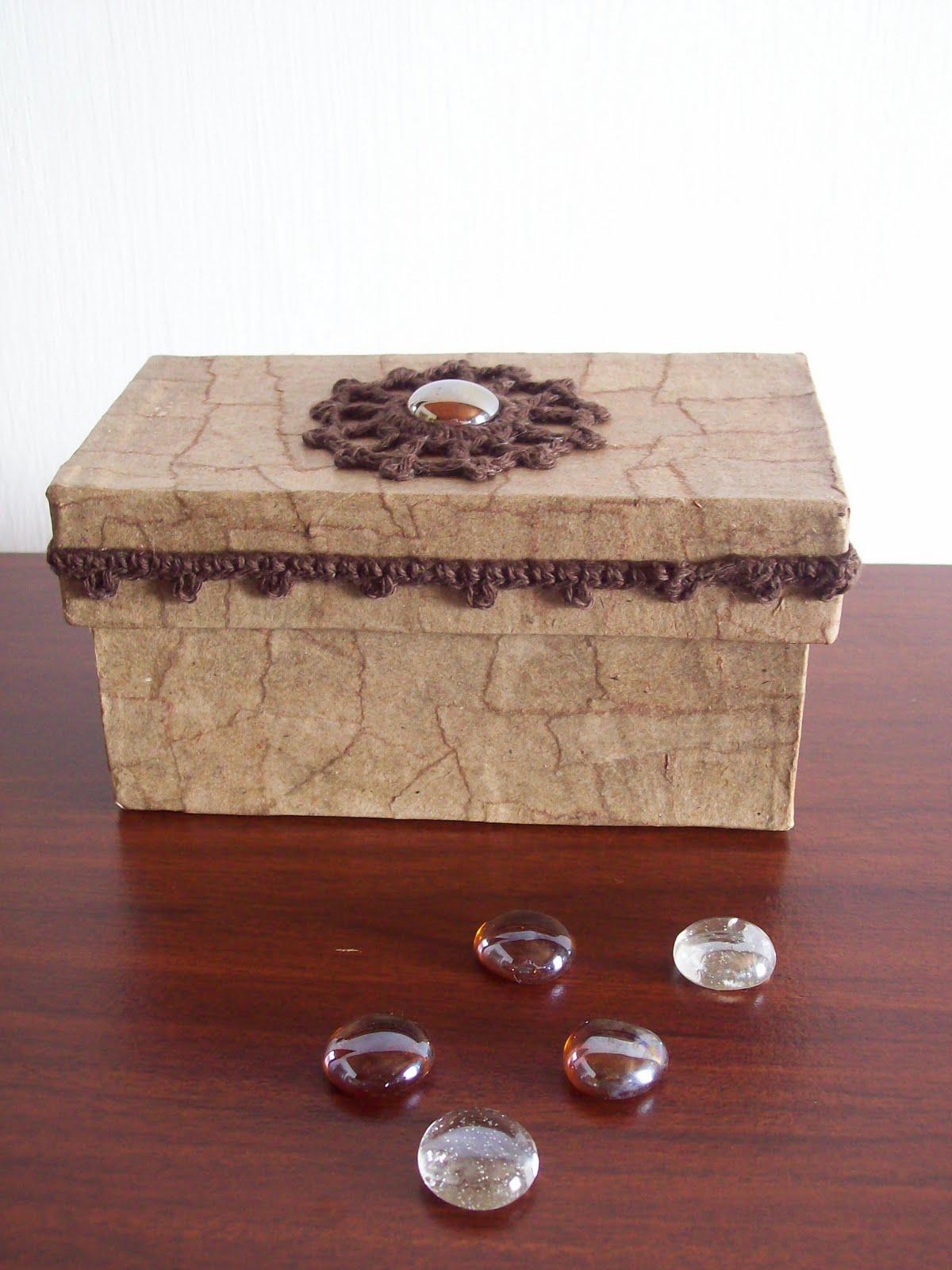 Tejido crochet y artesan as caja decorada for Cajas grandes de carton decoradas