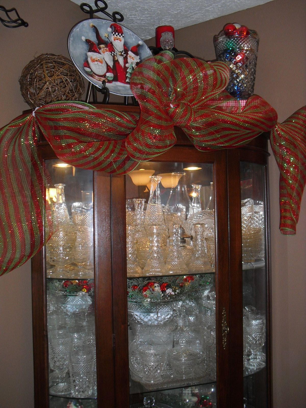 christmas decorating on a dime diy holiday decorating on a dime