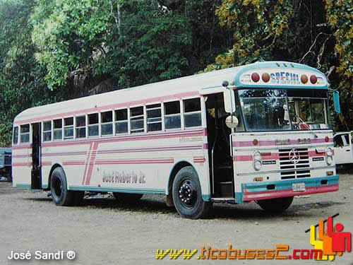 Tico buses 2 enero 2011 for Mercedes benz downtown portland