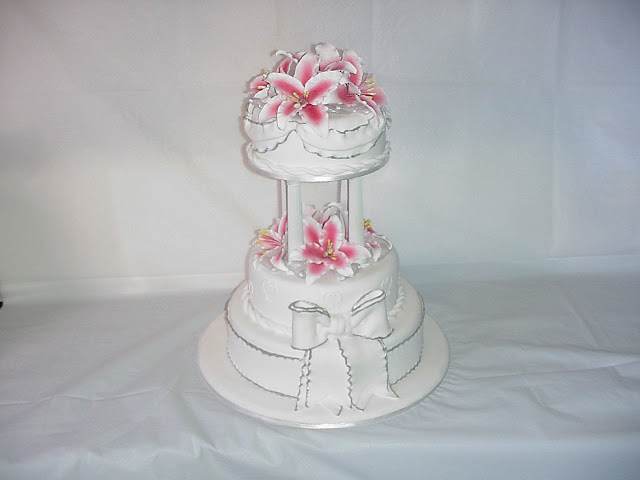 Cake Decorating Classes South Wales : Wedding Cake Enchantress: Silver and Gold Wedding Cake Supplier Sydney