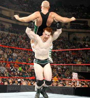ATTITUDE #66 - Página 2 Sheamus+raw+powerbomb