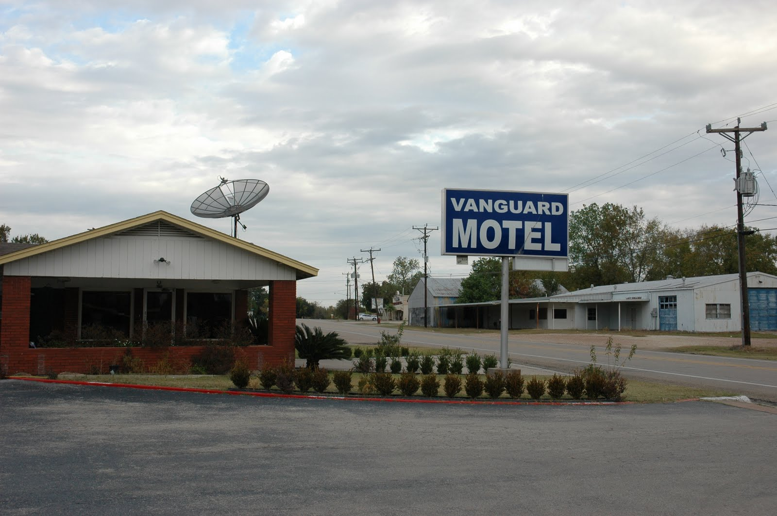 The Vanguard Motel Located At 711 N La Salle St Navasota Tx 936 825 6497 Was Built Circa 1988 And Is Run By A Local Family I Looking For Place To
