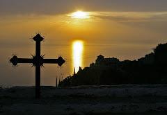 Με τον σταυρό στο χέρι δεν πάς μπροστά...