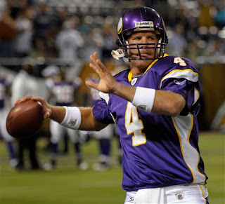 Brett Favre about to throw a pass before a game